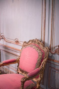 love the detail in the chair and wall. great colors.