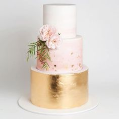 Add a touch of glam to your pastel wedding with a metallic finished cake!