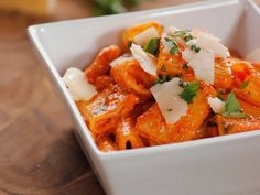 Roasted red pepper pasta. Quick and easy, meatless, weeknight dinner, ready in 16 minutes. Five basic ingredients (pasta of choice, jar of roasted red peppers, chicken broth (or use vegetable broth to make the meal vegetarian), heavy cream, and Parmesan cheese); plus pantry staples like onion, garlic and EVOO; plus fresh herbs, like flat leaf parsley and basil). I can't seem to make a pasta sauce that doesn't include mushrooms, so I'd have to add one more ingredient. But this is so easy.