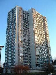 """Résultat de recherche d'images pour """"immeuble d'habitation"""" Skyscraper, Images, Multi Story Building, Patio, Search, Skyscrapers, Terrace"""