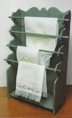 how to: towel rack . . . If made larger would be a great quilt rack!!!!!