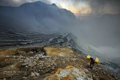 An adventure, visit the Ijen Crater, a wonderful hike