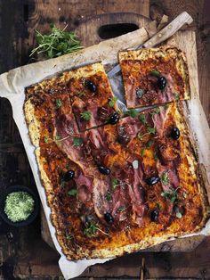 Jeg vil gerne slå endnu et slag for blomkålspizzaen. Særligt i disse dage, hvor vi diskuterer, hvordan man kan leve et liv uden gluten. Alle elsker pizza. Pizza er genialt. Også til at få tømt ud i...