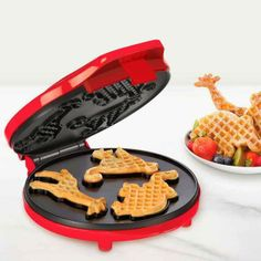 Food can also be full of creativity. Do not you think? Yes, the waffles do not have to always be square! They can take the form of funny animals or originals forms as a keyboard.