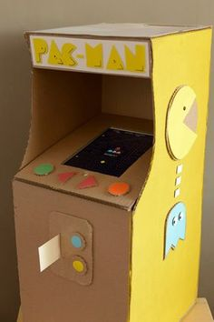 Bring arcade time home with this cute handmade DIY Pac-Man game made from cardboard. Lily Valentine, Valentine Boxes For School, Kinder Valentines, Valentines For Boys, Valentine Treats, Boys Valentine Box Ideas, Printable Valentine, Homemade Valentines, Pac Man