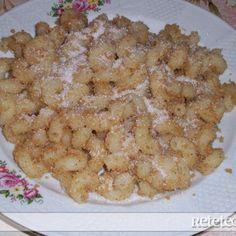 Macaroane cu Gris Pizza Lasagna, Romanian Food, Pasta, Carne, Food And Drink, Cooking Recipes, Memories, Desserts, Mariana