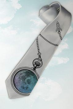 """Artículos similares a Mens corbata """"Luna llena"""". Empate con la luna y el reloj. Corbata de raza espacio para el viajero moderno de la galaxia.Regalo para el ventilador de Astronomía, nasa y Apolo. en Etsy"""