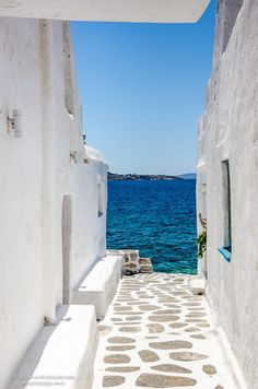 The path to the sea♡ Streets in Mykonos, Santorini Greece. Wanderlust bucket list of places to travel and a visit on a vacation trip. Places Around The World, Oh The Places You'll Go, Places To Travel, Travel Destinations, Places To Visit, Dream Vacations, Vacation Spots, Mykonos Island Greece, Santorini Greece