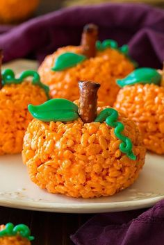 Kids will get a kick out of this pumpkin-shaped dessert, and love that it tastes like just like classic Rice Krispie Treats. snacks rice krispies Halloween Sweets That Are Almost Too Cute to Eat Diy Halloween Essen, Dulces Halloween, Halloween Backen, Bonbon Halloween, Postres Halloween, Dessert Halloween, Halloween Donuts, Halloween Party Snacks, Halloween Celebration