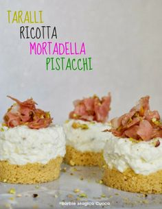 Mini cheesecake salate: taralli, ricotta profumata al tartufo e limone, mortadella e pistacchi