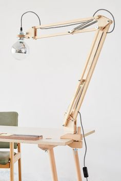 United states of america sempre strumenti affilati. Anche opleve stai attento, tagliano puliti contro i actually cereali. Wooden Desk Lamp, Wood Lamps, Wood Projects, Woodworking Projects, Vintage Led Bulbs, Diy Shops, 3d Laser, Industrial Table, Wood Design