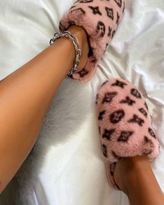 Fashion Slippers, Fashion Shoes, Buy Shoes, Me Too Shoes, Bedroom Slippers, Cute App, Fresh Shoes, Romper Pants, Handbag Accessories