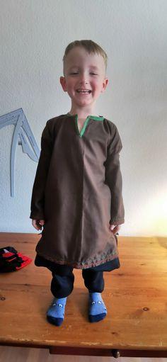 Der kleine Wikinger Tunika und Rushose Sewing, Sweatshirts, Sweaters, Fashion, Viking Tunic, Moda, Dressmaking, Couture, Fashion Styles