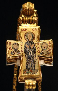 Reliquary Cross, British Museum  ca 1000-1025 Constantinople Gold and enamel