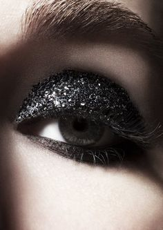 #xmas #nye #new #years #eve #Christmas #stylish #beauty #make #up #style #hair #Black #Glitter #Eyeshadow
