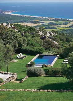 Corsica confidential Yes, yes, paradise exists! This is the Domaine de Murtoli, in Southern Corsica. Backyard Pool Designs, Pool Landscaping, Corsica, Pool Houses, Outdoor Pool, Exterior Design, Future House, Landscape Design, Swimming Pools