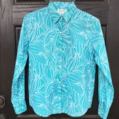 Cotton blue floral button down top In excellent condition. Blue and white Hawaiian themed long sleeve button down top. 100% cotton. Measures 23 inches from shoulder to hem. Thanks for looking. Jones New York Tops Button Down Shirts