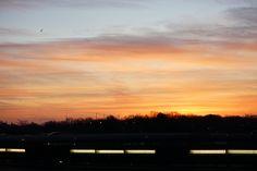 Hier ein Bild vom Sonnenaufgang am Flughafen-Tegel in Berlia