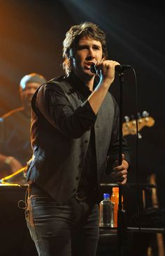 Josh Groban is such an amazing singer. The notes he hits....man! I get goosebumps everytime I hear him sing