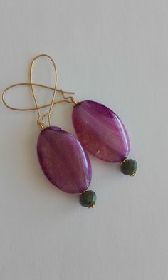 Dangle & drop earrings with agate and crystal beads / Oval earrings / Minimal earrings / Semiprecious stones / Purple and crystal green color Length : cm Drop length : 4 cm Width : 2 cm Weight : 7 grams (each) Crystal Beads, Crystals, Agate, Dangles, Minimal, Stones, Pendant Necklace, Drop Earrings, Purple