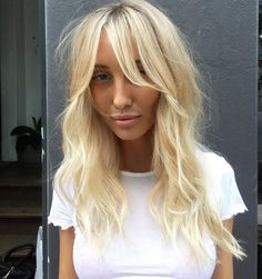 Lux Christmas Party Hair Styles to Look Nice on Christmas Night 2019 Blonde Layered Hair, Blonde Hair With Bangs, Her Hair, Curly Bob Hairstyles, Hairstyles With Bangs, Blonde Balayage Bob, Medium Thin Hair, Glam Hair, Hair Day