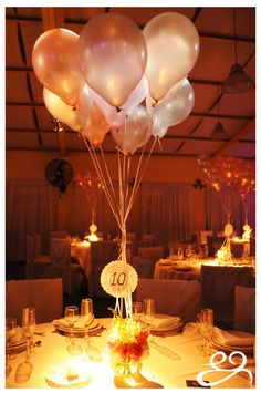 Los 15 de Agus Alzugaray, muchas flores, globos y romanticismo Event Planning, Table Decorations, Flowers, Furniture, Home Decor, Valentines Day Weddings, Stuff Stuff, Centerpieces, Romanticism