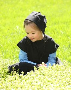 Amish Girl :: Lily in Field. Amish Farm, Amish Country, Amish Family, Precious Children, Beautiful Children, Amish Village, Church Fellowship, Amish Culture, Amish Community