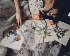 #hermionedepaula #handembroidery #fabricswatches #bridalart #artwork #bridalinspiration Hermione, Couture Dresses, Bespoke, Bridal, Wedding Dresses, Unique, Artwork, Outfits, Haute Couture Dresses