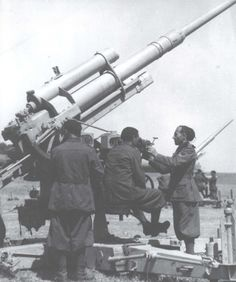 The Blackshirts were almost exclusively frontline troops. The only specialist troops were the artillery/anti-aircraft troops, such as those training here on a German 88mm. (Archivio Centrale della Stato, Rome), pin by Paolo Marzioli