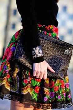 Zaitegui y HunterChic by Marta/ black with colorful skirt Estilo Fashion, Fashion Mode, Boho Fashion, Girl Fashion, Fashion Outfits, Womens Fashion, Fashion Design, Fashion Trends, Mexican Outfit