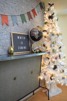 Excited for Game of Thrones? Jennifer Perkins & Treetopia shows you how to host a Westeros-worthy viewing party with white trees, DIY decor, and a feast! White Artificial Christmas Tree, White Christmas Trees, Christmas Tree Themes, Game Of Thrones Christmas, Faux Fur Tree Skirt, Make Your Own Game, Game Of Thrones Theme, Faux Brick Walls, Diy Crown