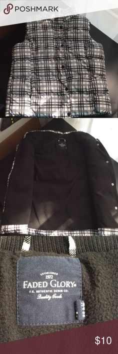 Faded Glory-Black/White Puffy Vest-Size S/4-6 Cozy Faded Glory puffy vest in Excellent condition! No tears, stains, etc. zipper and snaps in working order. A perfect accessory for fall! Size S (4-6) Soft black fleece lined, 2 outer pockets Faded Glory Jackets & Coats Vests