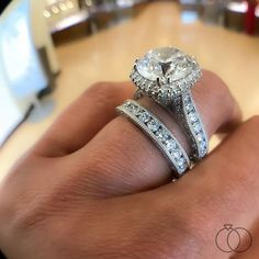 Did you know EACH Tacori diamond engagement ring design is completely unique⁉️ Individually shaped by dozens of hands at Tacori's headquarters in California, each piece takes countless hours to create. The result? An incredibly stunning, heirloom-quality masterpiece‼️ Robbins Brothers Skus: 0407083 & 0390292