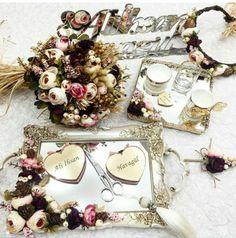 Nişan Trousseau Packing, Desi Wedding, Weeding, Trays, Diy And Crafts, Floral Wreath, Wedding Decorations, Bows, Engagement
