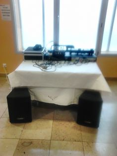 Location de sono de 1000w pouvant convenir à 200 personnes avec jeux de lumière stroboscope portique double platine cd  table de mixage tout est de la marque. A louer uniquement sur www.placedelaloc.com !