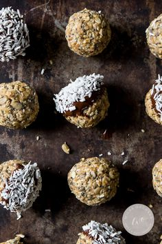 These no bake peanut butter energy bites are the fastest way to effortless snack time.   www.wildeorchard.co.uk