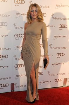 Julianne Hough looked sexy and chic in a nude single-sleeve evening dress at the Art of Elysium Gala.