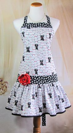 61 New Ideas Sewing Aprons Vintage Ruffles Sewing Aprons, Sewing Clothes, Apron Designs, Cute Aprons, 20s Fashion, Aprons Vintage, Bias Tape, Black White Red, Sewing For Beginners