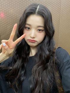 Kpop Girl Groups, Kpop Girls, Selfies, Girl Korea, Japanese Girl Group, Just Girl Things, Mothers Love, Ulzzang Girl, Pop Group