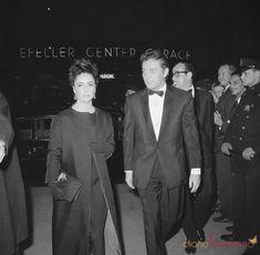 Elisabeth Taylor en una imagen junto a su marido, Richard Burton, en 1964 en Nueva York. Gtres