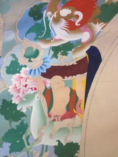 Te tong chok is the arch around Buddha that features mystical Tibetan animals such as the Garuda and Makara.
