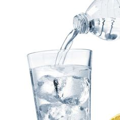 Água com gás aumenta barriga? 5 efeitos da bebida no corpo