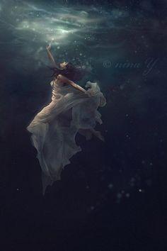 Digitale Kunst von Nina Y Underwater Photos, Underwater Photography, Dark Fantasy, Fantasy Art, Digital Art Fantasy, Foto Gif, Wow Art, Dark Photography, Dark Art