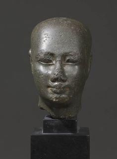 Tête d'une statue d'un fidèle de Ptah 30e dynastie ou règne de Ptolémée II Philadelphe (IVe siècle av. J.-C.) | Musée du Louvre
