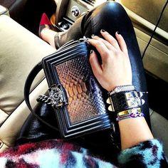 la modella mafia model off duty 2013 street style - Chanel Boy bag 1 Hermes Bags, Chanel Handbags, Chanel Bags, Designer Handbags, Cake Chanel, Sac Boy, Handbag Accessories, Fashion Accessories, Chanel Le Boy