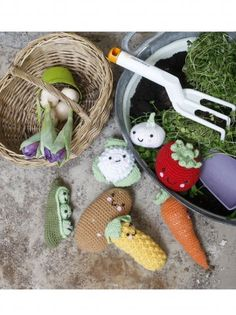Vegetable amigurumis. Since my friends taught me to crochet, I should try make these! lol