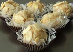 Mini Brigadeiro gourmet de melão com fatias de amendoas