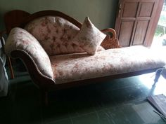 Kursi sofa bangau