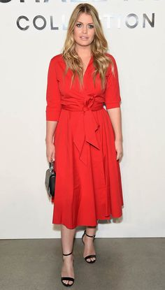 Lady Kitty Spencer Photos - Lady Kitty Spencer attends the Michael Kors Collection Spring 2018 Runway Show at Spring Studios on September 2017 in New York City. - Michael Kors Collection Spring 2018 Runway Show - Front Row Kitty Spencer Royal Wedding, Lady Eliza Spencer, Cat Dresses, Summer Dresses, Vestido Lady Like, Princess Diana Niece, Color Combinations For Clothes, Red Shirt Dress, Fashion Show