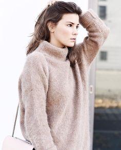 Un pull beige tout doux pour passer l'hiver au chaud >> http://www.taaora.fr/blog/post/pull-beige-camel-doux-laine-esprit-cocooning